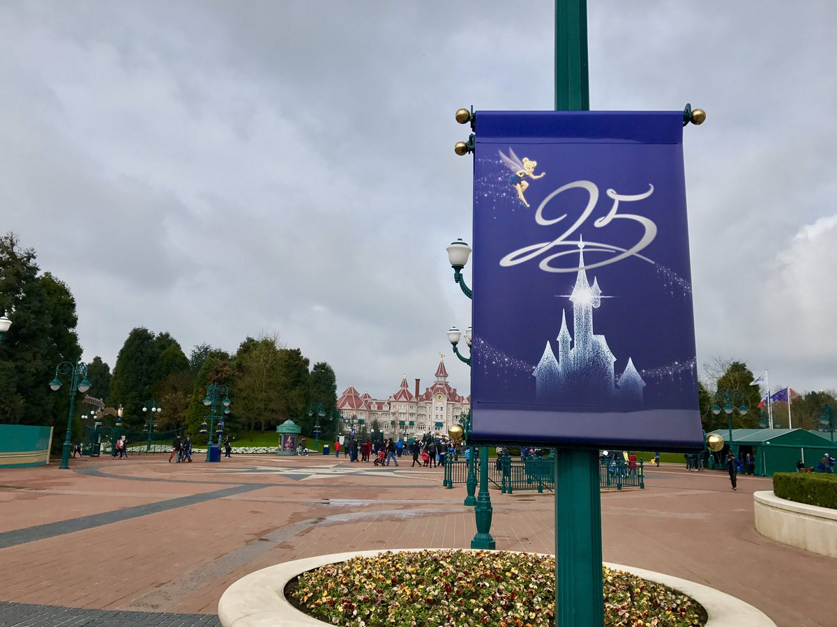 [Saison] 25ème Anniversaire de Disneyland Paris (jusqu'au 09 septembre 2018) - Page 3 C7rltjHXgAAZn40