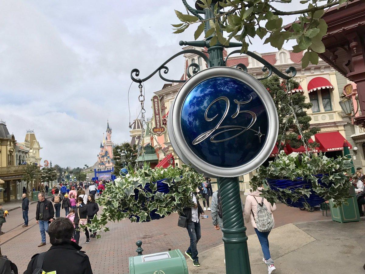 [Saison] 25ème Anniversaire de Disneyland Paris (jusqu'au 09 septembre 2018) - Page 3 C7rltkrX0AA9Toa