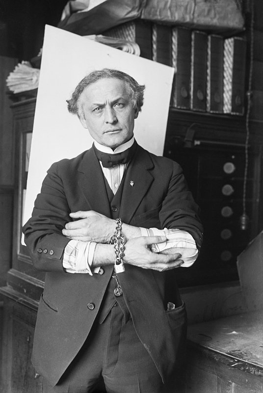 Harry Houdini was born on this date March 24 in 1874. #HarryHoudini