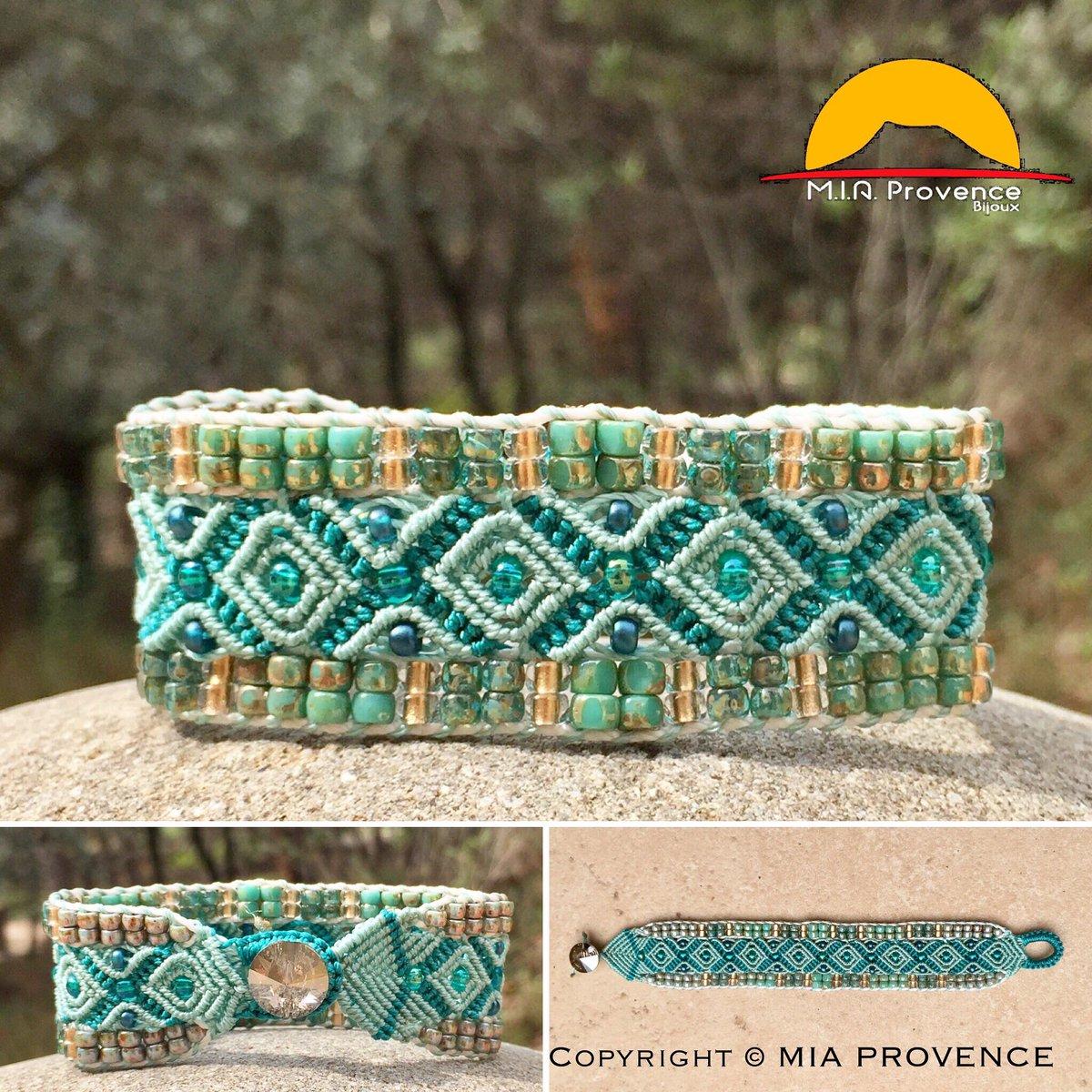 #Nouveau modèle de #bracelet #femmme en #micromacramé #vert #turquoise et #doré Bouton #cristal #Swarovski #bijoux #créatrice #madeinFrance <br>http://pic.twitter.com/DM97fFBzZy