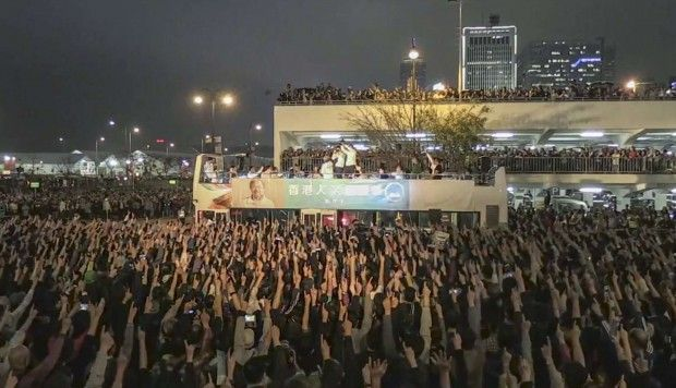 Thousands show support for John Tsang at Hong Kong campaign rally