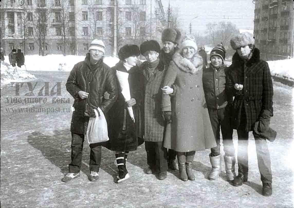 Фото молодых людей компании