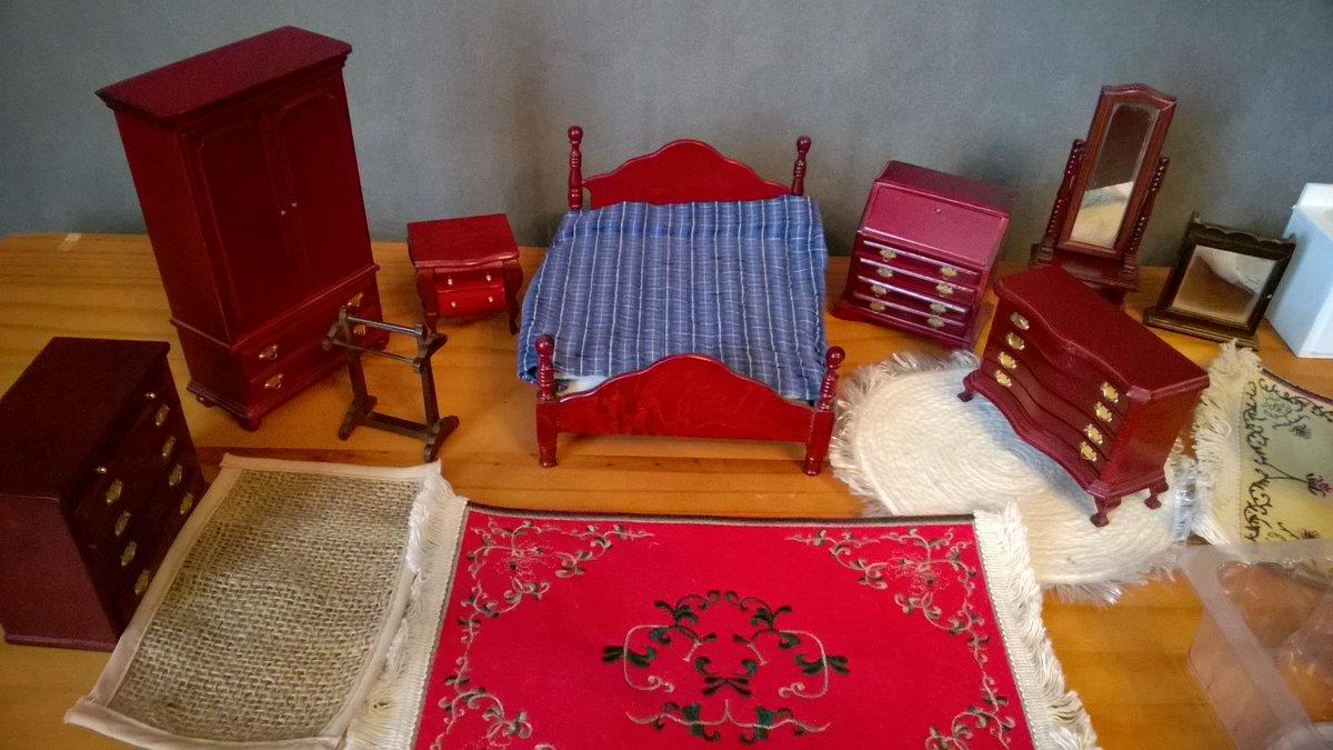 Lot de mobiliers et accessoires pour 39€90 seulement ! #vitrine #maison #miniatures #poupées #handmade #DIY chez  https://www. alittlemercerie.com/vitrines-maiso ns-de-poupee/fr_lot_de_mobiliers_lampes_et_accessoires_pour_vitrines_miniatures_-9177382.html &nbsp; … <br>http://pic.twitter.com/InODzx8586