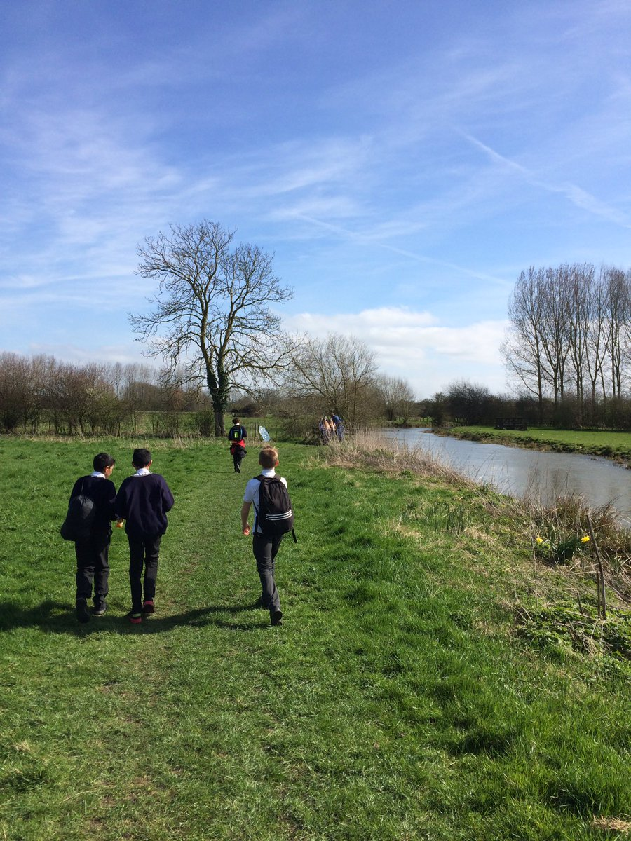 The sun is shining! What a lovely day for @TheRoundhillAc Y8 to go on a sponsored walk to Make a Difference! #8km <br>http://pic.twitter.com/XiJRQ6Ftb4