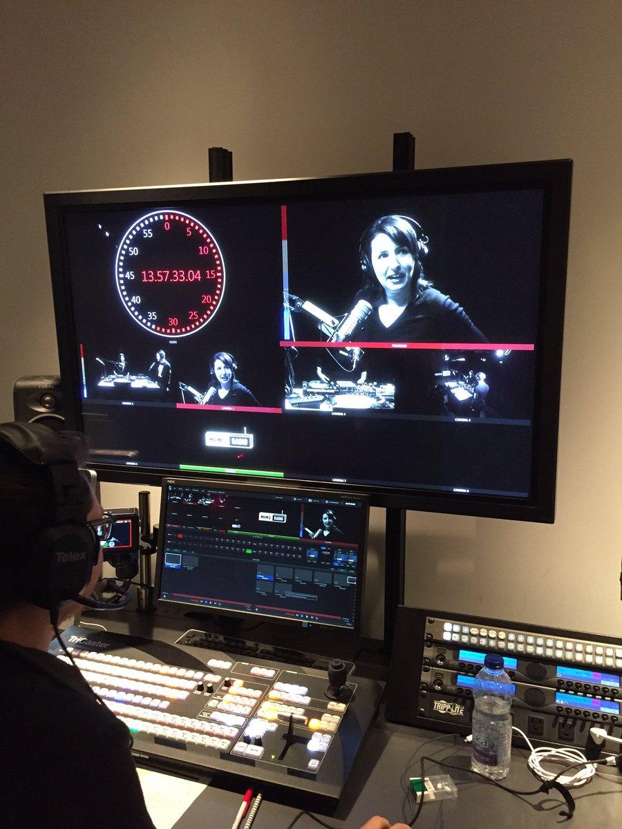 C&#39;est l&#39;heure de #mimsradio: perfo par @IvanAvenue, conversation avec @mariedavidsn et #djset de @marcoweibel!<br>http://pic.twitter.com/yLKhfsI36F