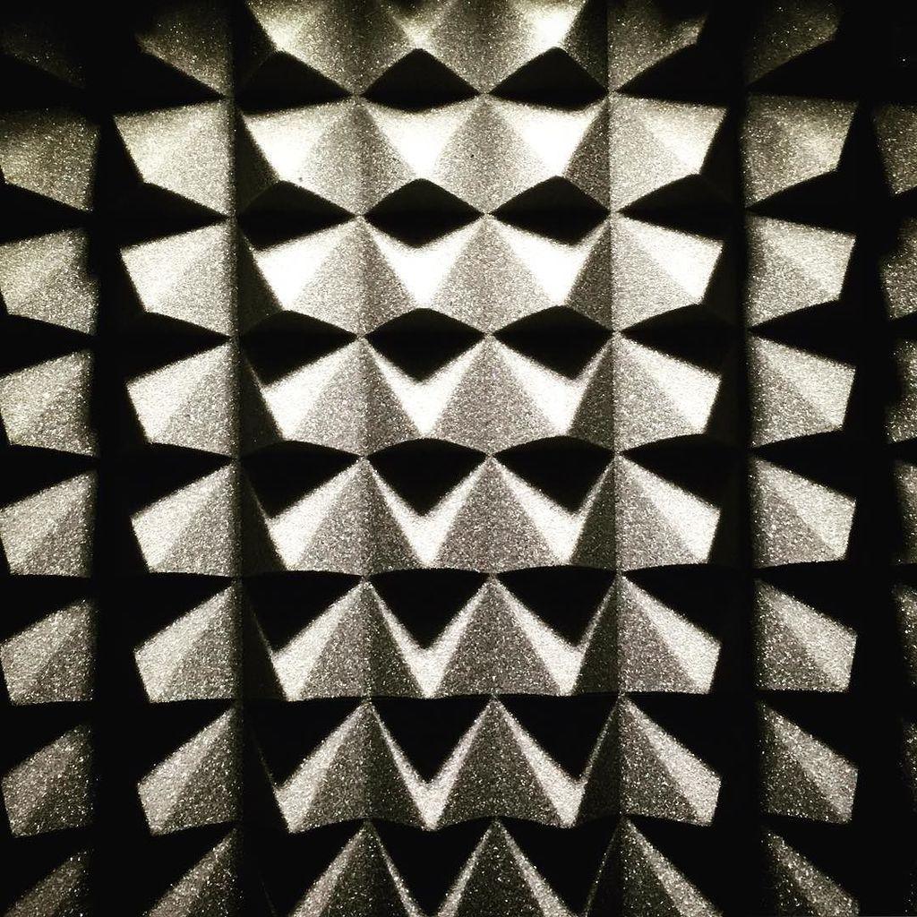 Ce n&#39;est pas la texture d&#39;un trou noir mais presque!  #mousse absorbante #son&amp;lumière  …  http:// ift.tt/2mZz6aS  &nbsp;  <br>http://pic.twitter.com/LK1JXzFzm8