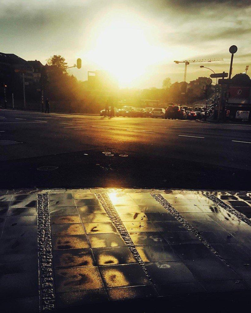 Une belle et douce soirée pour bien débuter le we.  #goodevening #weekend #luxembourg #urban #landscape #sun #suns…<br>http://pic.twitter.com/CDyX6vYMFs