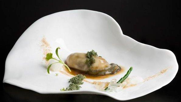 Ostra en sake con crispi de Plancton Marino de @Oscar_Calleja_ de @Annuagastro #Michelin #SanVicentedelaBarquera #Cantabria <br>http://pic.twitter.com/zKGzbGiuWk