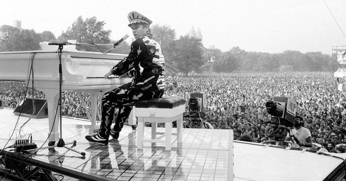 Elton John&#39;s Essential Albums  http:// dlvr.it/NjXghl  &nbsp;   #MusicNews <br>http://pic.twitter.com/3cK5cgtl0v