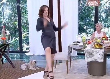Claudia Raia dá 'sarrada no ar' no 'Mais Você'  https://t.co/1y6yHmF5e...