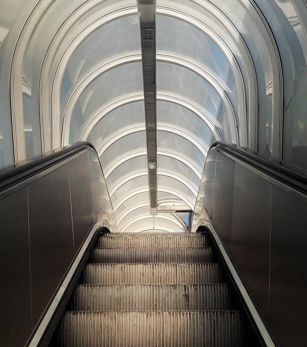 Cette semaine sur #Instagram on longe la ligne A du métro de #Toulouse.   Basso Cambo, Jolimont et Mirail.   https://www. instagram.com/remysirieix/  &nbsp;  <br>http://pic.twitter.com/yWKPINNdvr