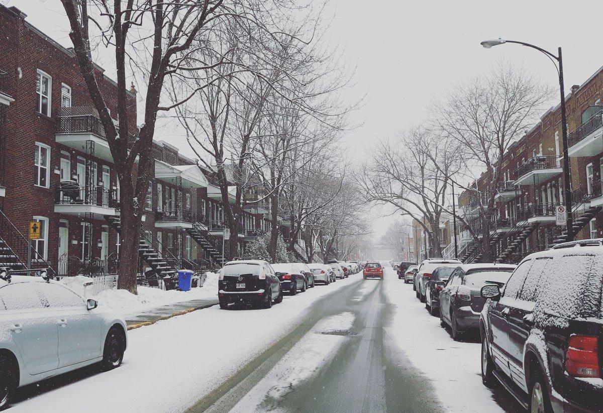 #Montréal de retour sous la neige... Ça fait de belles photos :) #mm @meteomedia Quartier #Verdun <br>http://pic.twitter.com/AMpBZ9xnbS