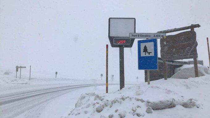 L'épisode de #neige se met en place sur l'est de la chaîne  Col du #Puymorens et port d' #Envalira cet après-midi