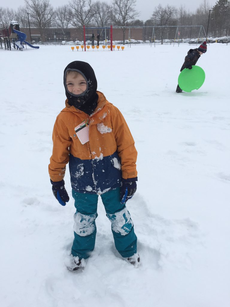 .@thomal1rchk We have to wear lots of warm clothes when we play in the snow! #resvt #rchkpyp #awesome3LT https://t.co/HufRRiL1xz