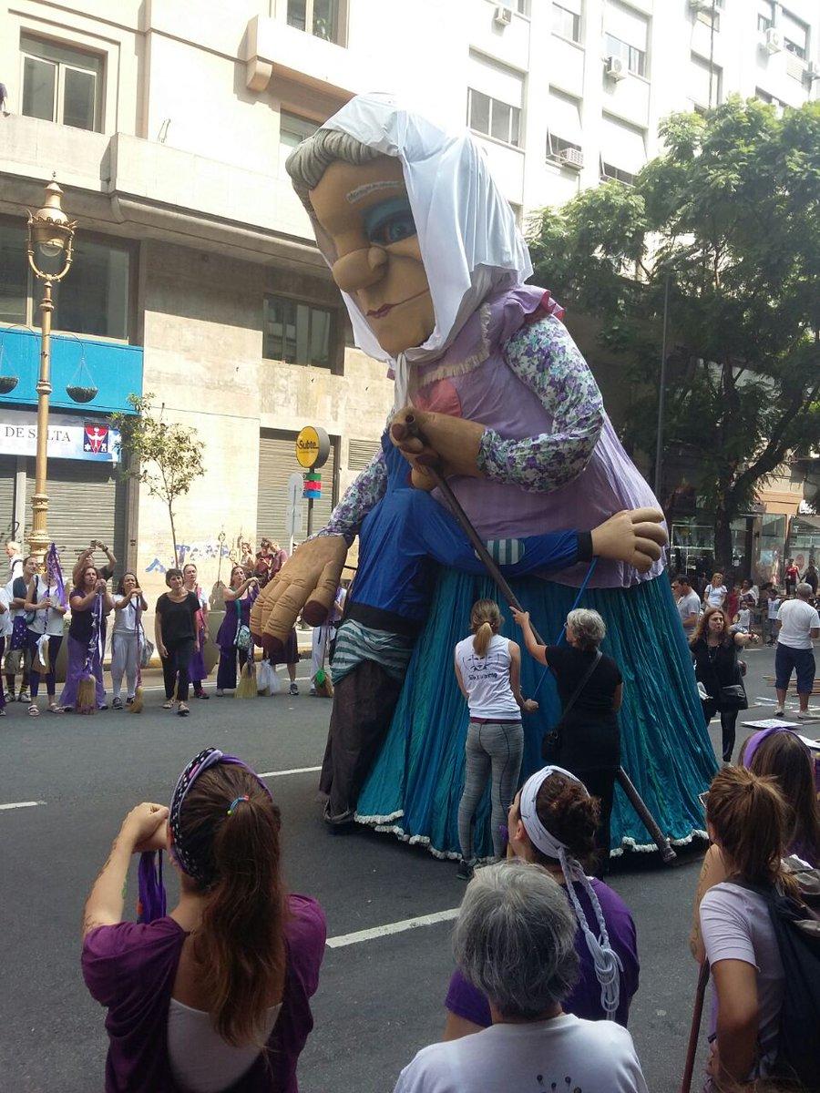 #NuncaMás #Teatroxlaidentidad #24M Una abuela reencontrandose con su n...