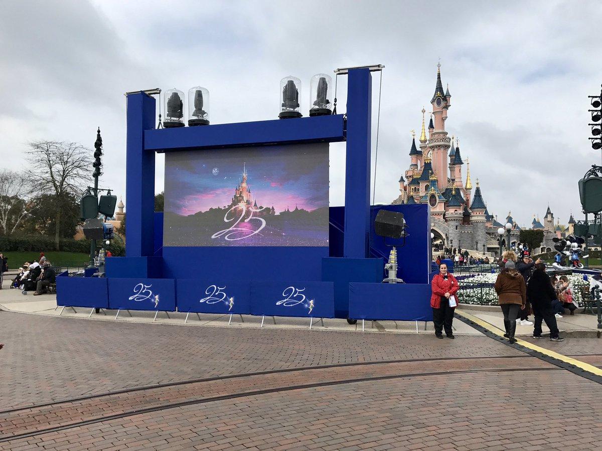 [Saison] 25ème Anniversaire de Disneyland Paris (jusqu'au 09 septembre 2018) - Page 3 C7sj30SWsAEegwE