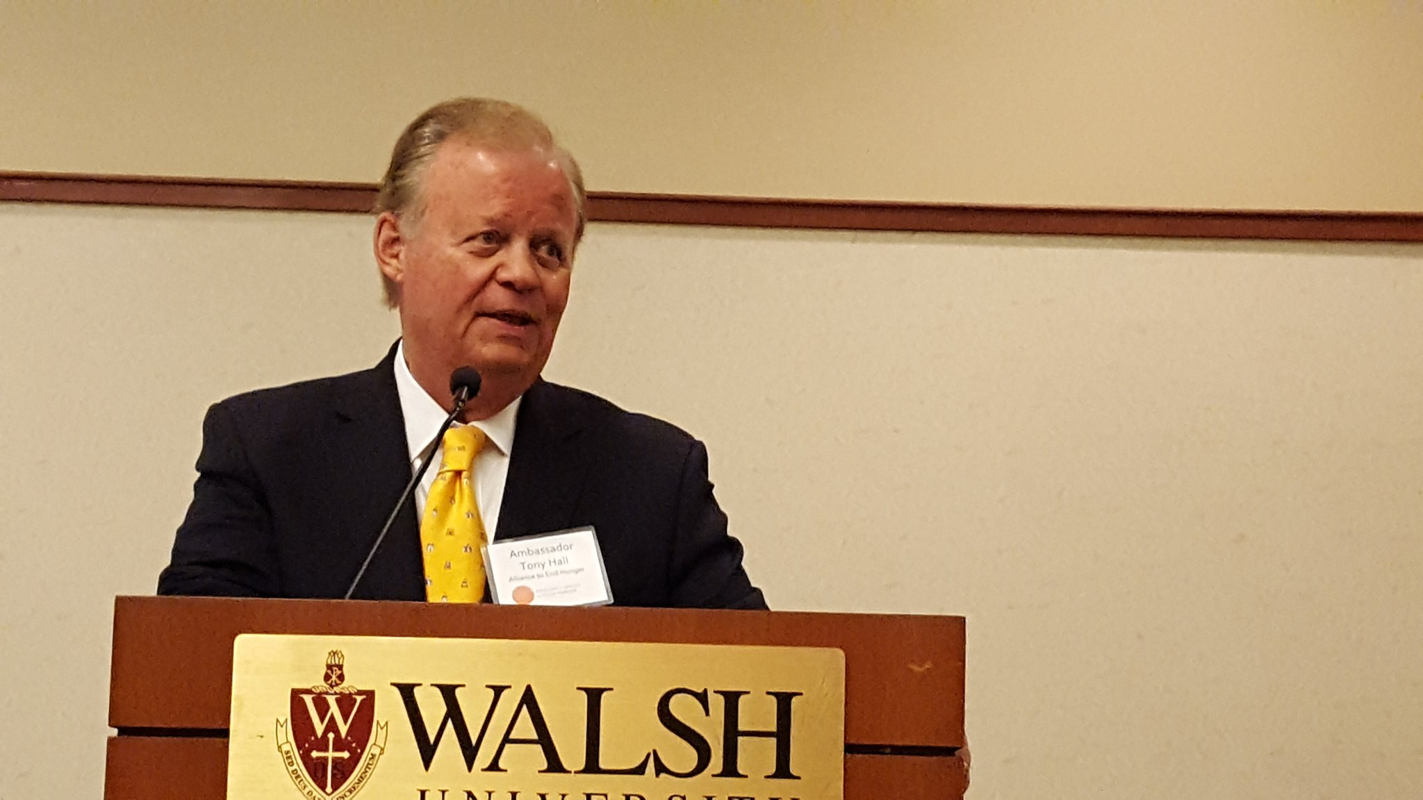 Tony Hall inspires hunger fighters #toendhunger at Walsh U #summitsquared https://t.co/WIhsBkoVWt