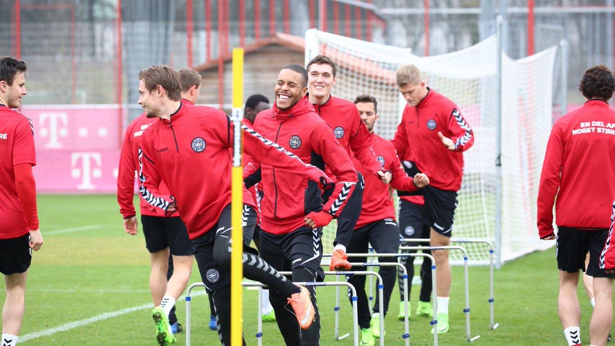 Hej! 🇩🇰 🇩🇰 🇩🇰 👋 Die dänische Nationalmannschaft trainierte heute an de...