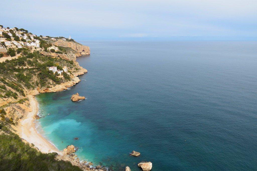 Cala de #Ambolo y #CabolaNao esta tarde con temp. más agradables en #Xàbia #Jávea @monicalopez_tve @tiempobrasero @Meteoralia @lasextameteo<br>http://pic.twitter.com/CKeIXktKzm