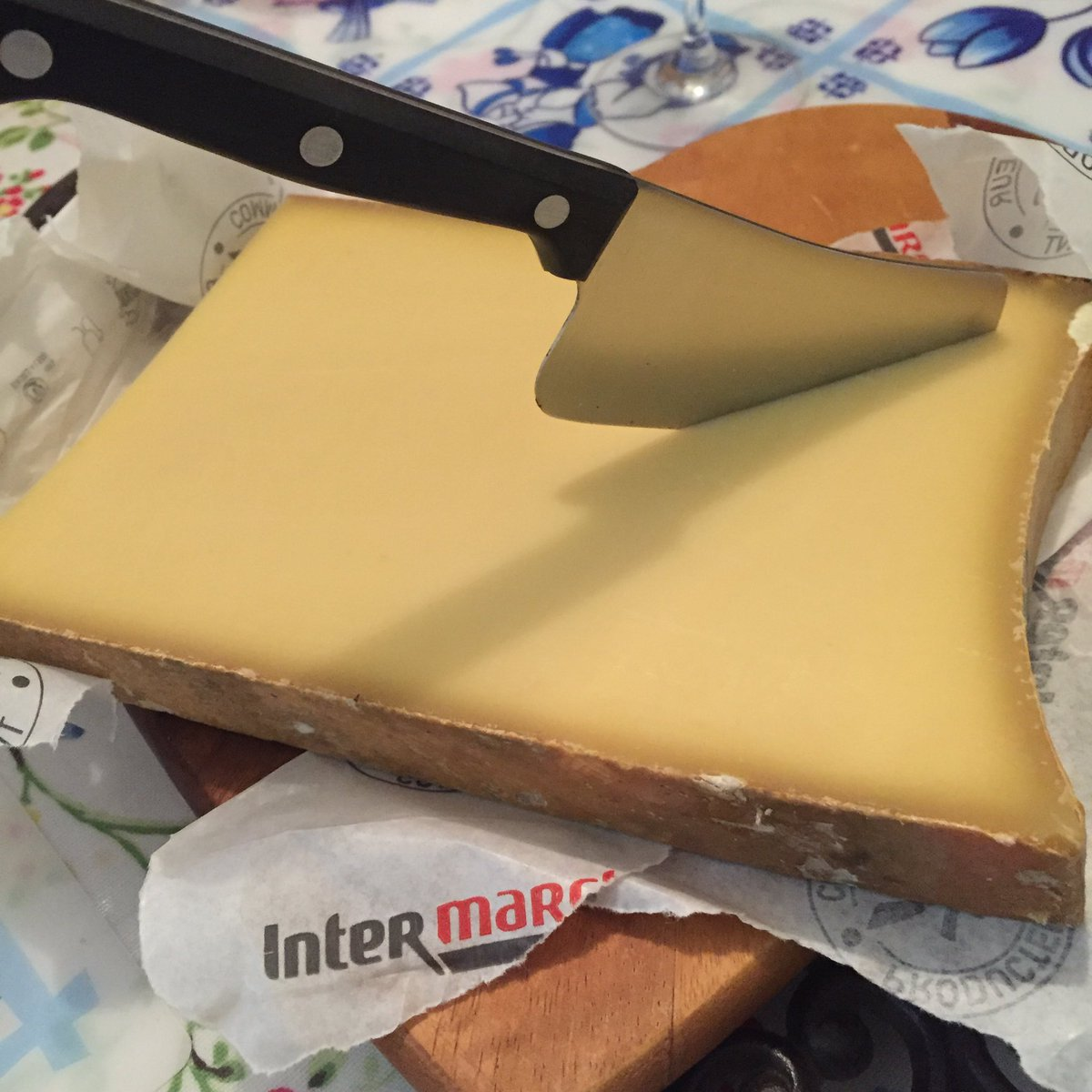 A bit of cheese (Beaufort), given today by one of the winemakers from the Savoie ... https://t.co/kUVh4wKBwv