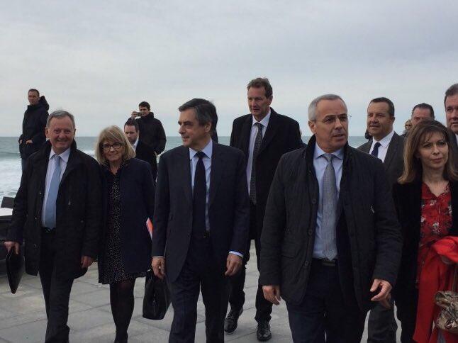 #Anglet avec .@FrancoisFillon pour parler #Tourisme avec professionnels et élus ! #Fillon2017 #FillonPresident <br>http://pic.twitter.com/HlVxwtndYt