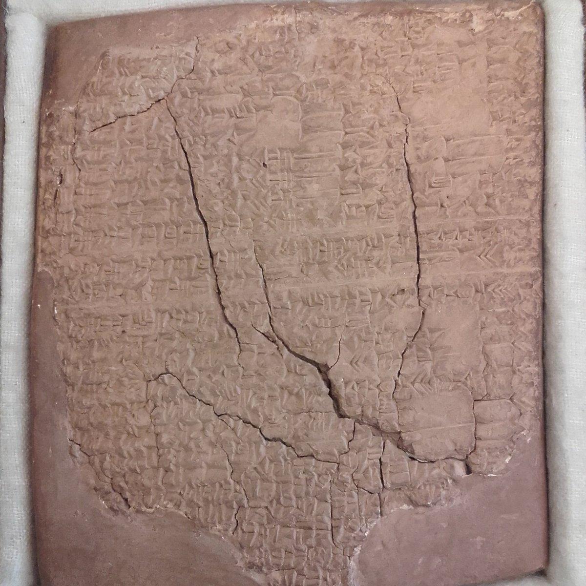 Tablette d&#39;argile assyrienne: il s&#39;agit d&#39;un extrait d&#39;un traité de médecine d&#39;environ 700 avant JC !  #oslerlibrary #histmed #treasures <br>http://pic.twitter.com/LDDDmEIIYk