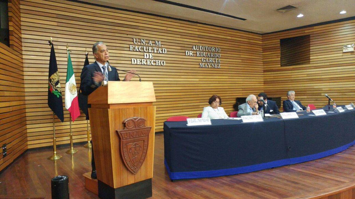 Jóvenes deben tomar conciencia sobre temas como terrorismo, corrupción y migración