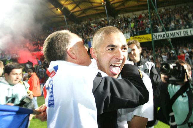 Jean-Michel #Aulas, fraîchement élu à la fédération, compte bien ramener #Benzema en Équipe de France. Retrouvez ces déclarations ci-dessous<br>http://pic.twitter.com/gy7k1FaugJ