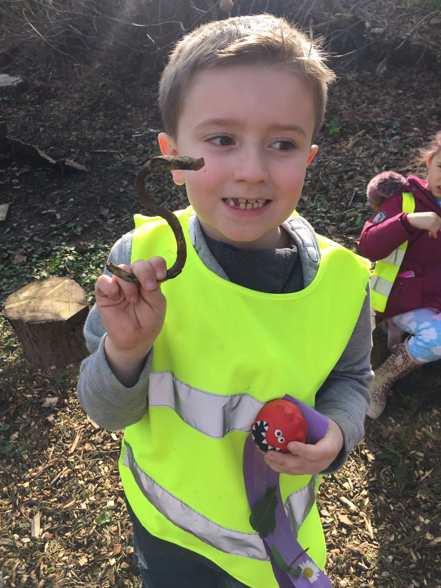 Look!  a stick in the shape of an S wow! @easfpteam perfect for our story today! #StanleysStick #outdoorlearning  #ForestSchools <br>http://pic.twitter.com/QsPCt7rMzU