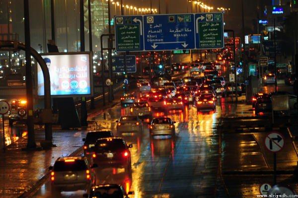 الأمطار تُلطف أجواء #الرياض (عدسة/ عليان العليان)   #أمطار_الرياض http...