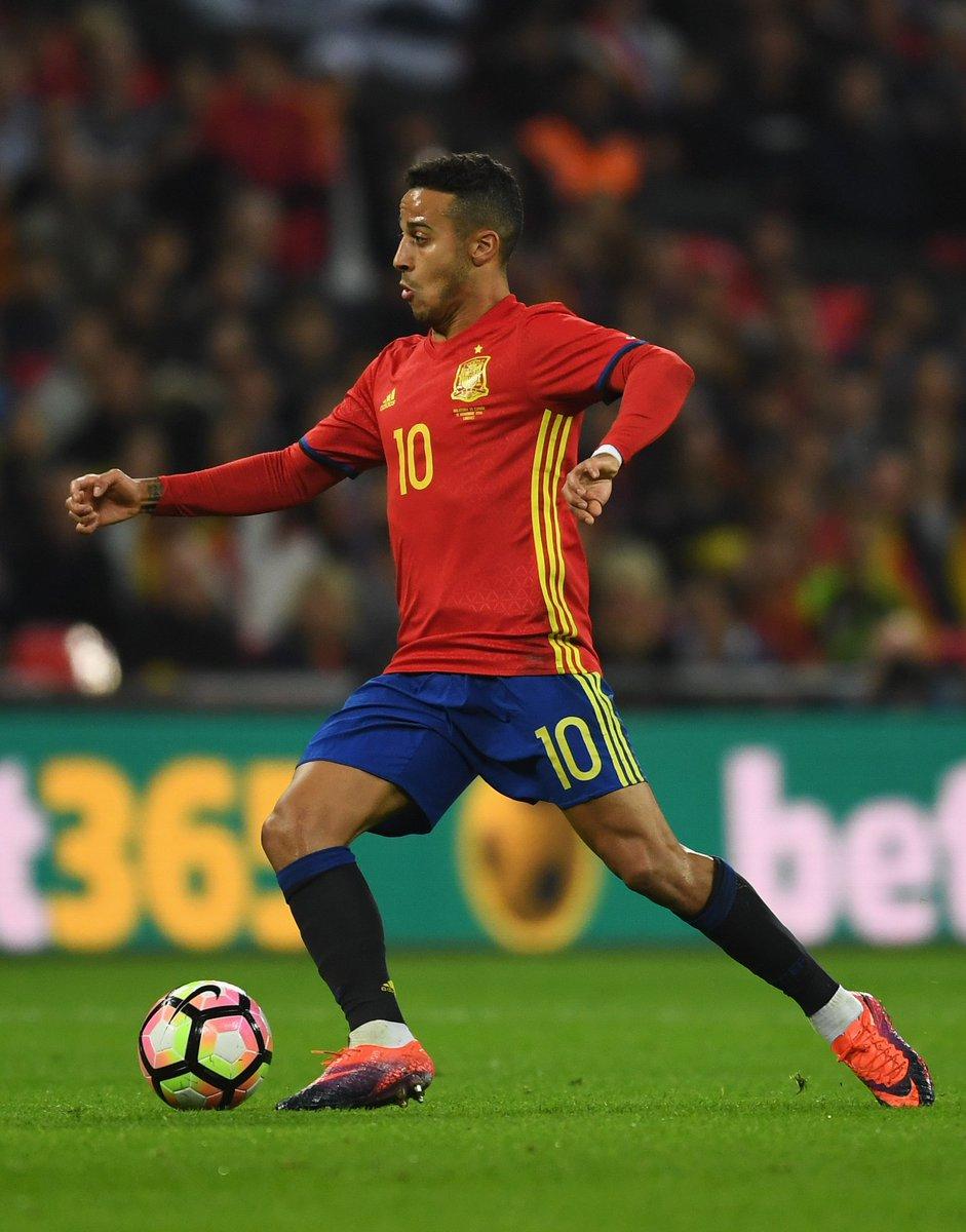 #ESPISR kicks off in five minutes: @Thiago6 starts in midfield, whilst...
