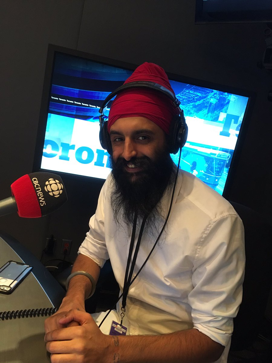 Special guest @humblethepoet in the @CBCHereandNow studio #canadaReads celebrating books and reading. https://t.co/VpI1A0Ws9Z