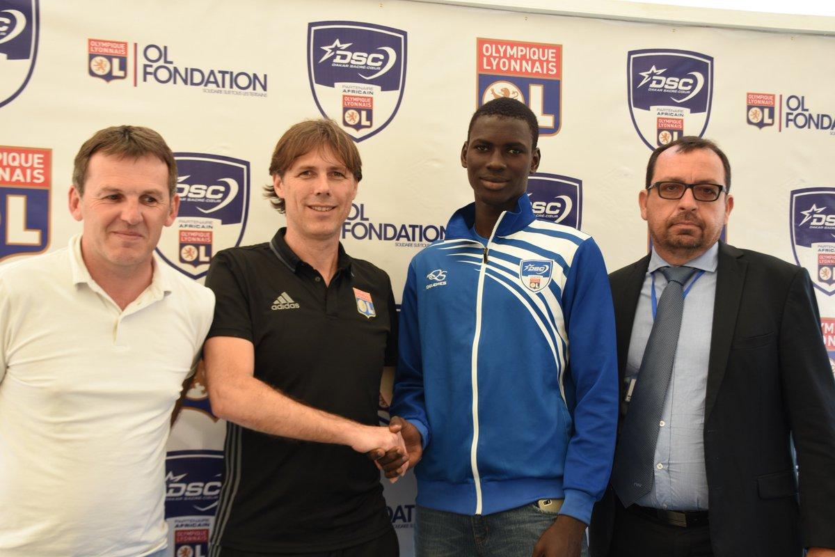 Transfert du milieu offensif de @DakarSacreCoeur Ousseynou Ndiaye à l&#39;@OL. Félicitations à lui ! #teamdsc #TeamOL <br>http://pic.twitter.com/E8LCbFLeE8