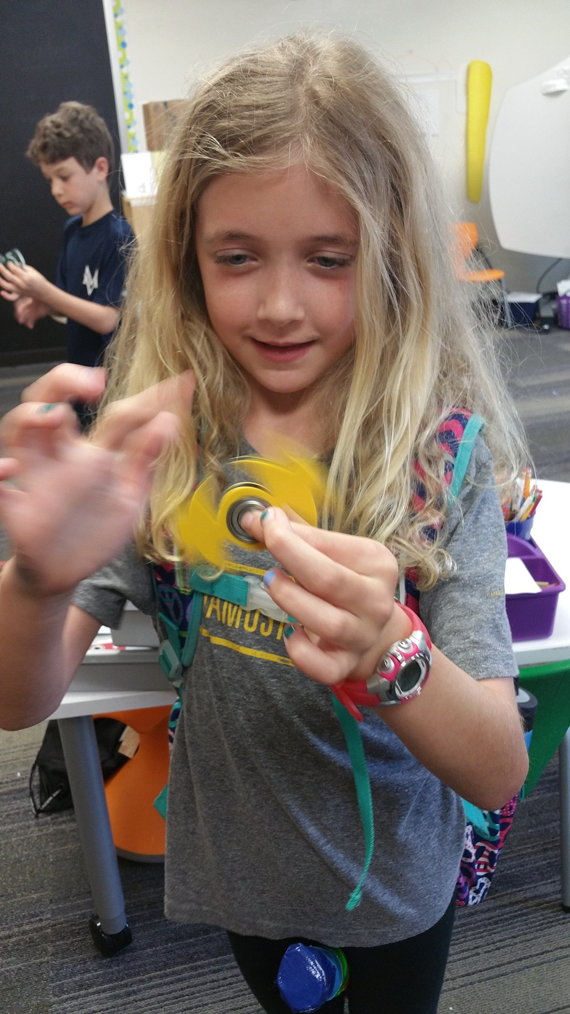 """Now I don't have to fidget with my pencil anymore!"" #kidquote Enjoying her custom designed spinner! Cc: @Inventables #MakerEd #MVPSchool https://t.co/o0Mz4fLyKO"