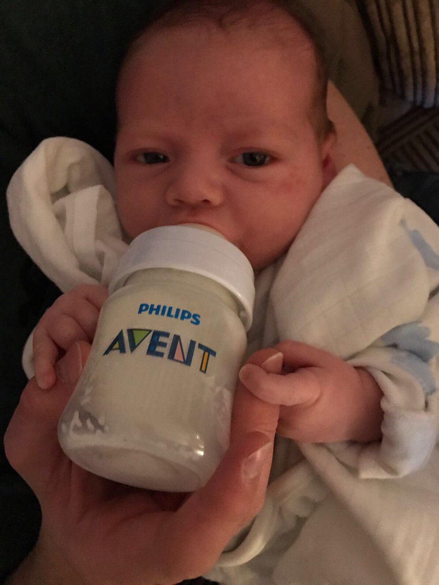 First time with @Philips_AVENT @Avent_US and so far, so good 👍🏻he doesn't want to let go lol