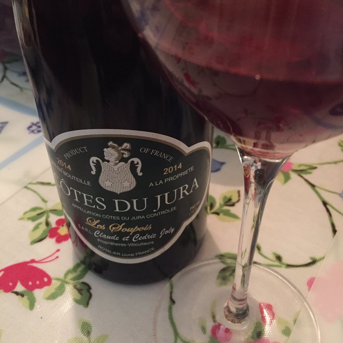 Red Côtes du Jura .... all in the name of research! https://t.co/pEK79vlKvQ