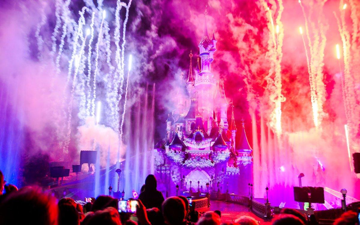 Ça y est, Disney Dreams c&#39;est terminé ! Le spectacle a été joué une dernière fois ce soir à Disneyland Paris ! #DisneylandParis <br>http://pic.twitter.com/204v7udy0E