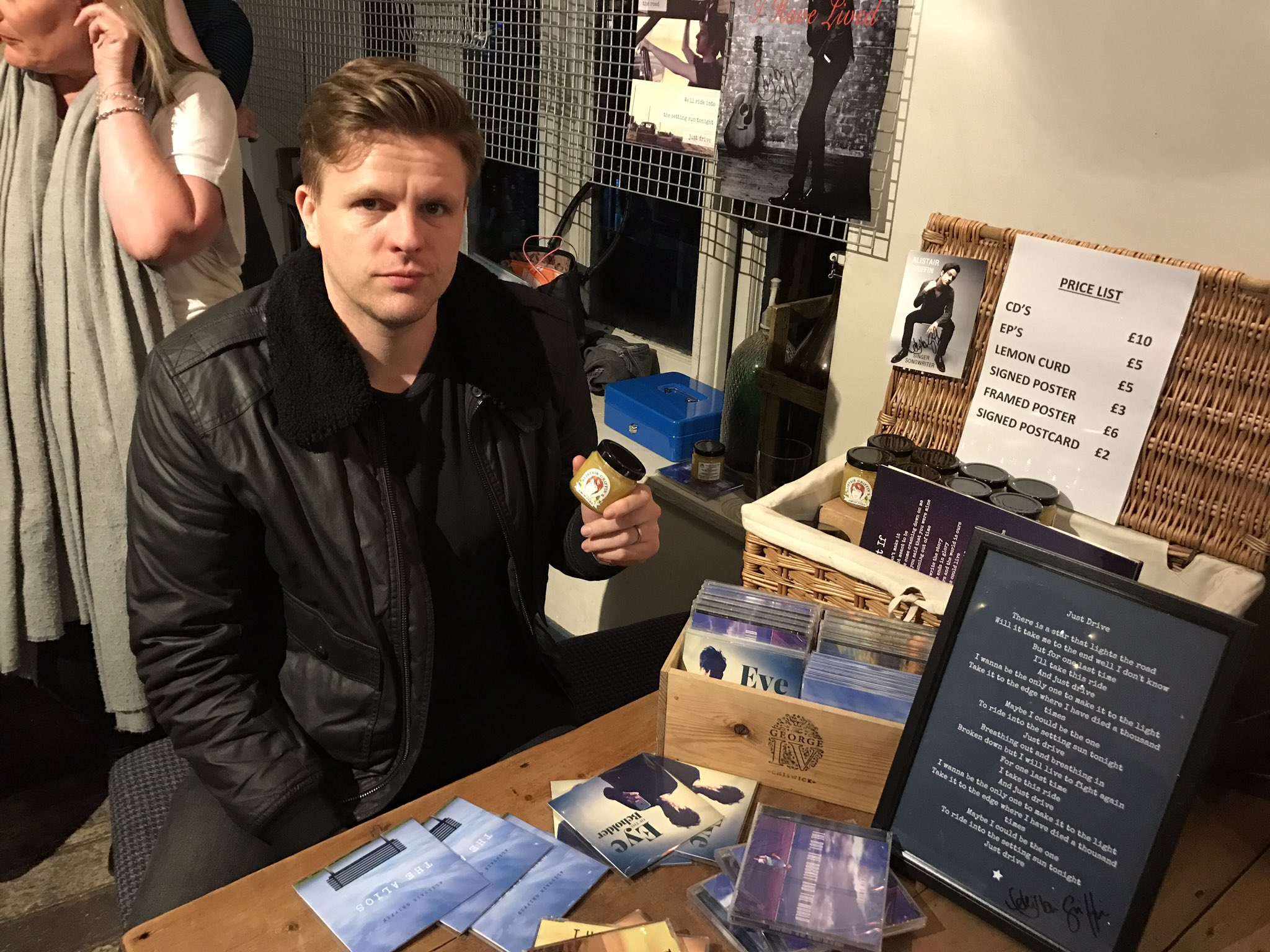 RT @AlistairGriffin: New merch man doing a fantastic job. Keep working for that bonus son @mrjakehumphrey https://t.co/JJqZSOKFOv
