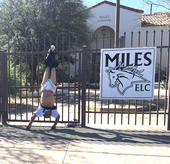 WOW: Man gets pantsed by spiked fence, found hanging upside down near school in #Tucson https://t.co/qXyCciefQS