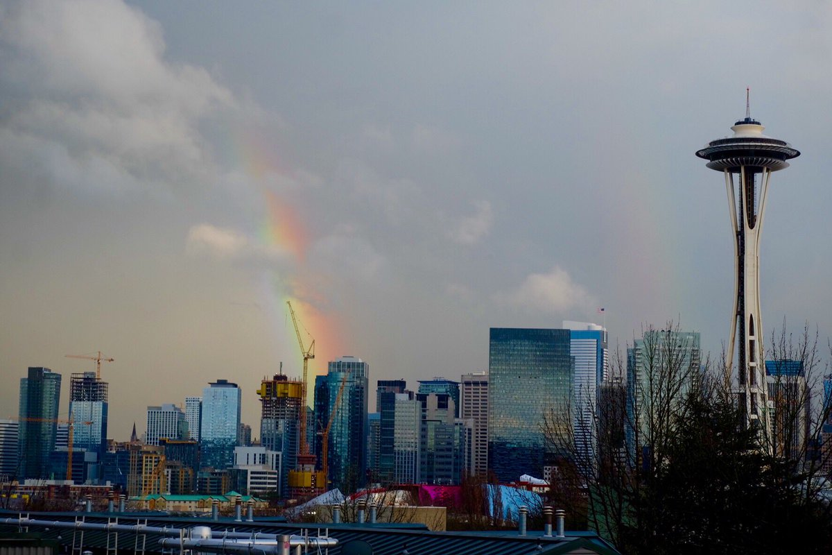 Catch the rainbow over downtown? #rainbow #Seattle https://t.co/TcWMgtgLhi