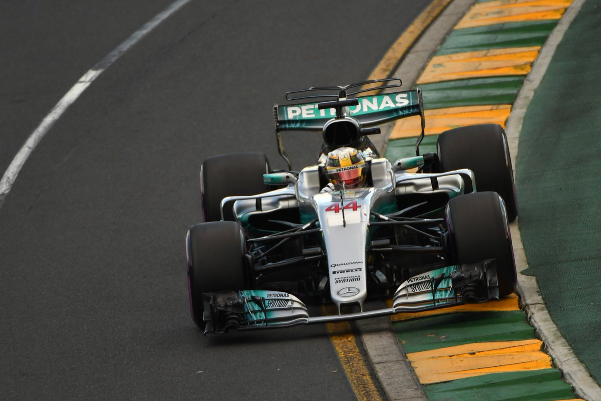 Hamilton snatches pole ahead of Vettel after Ricciardo crashes out &gt...