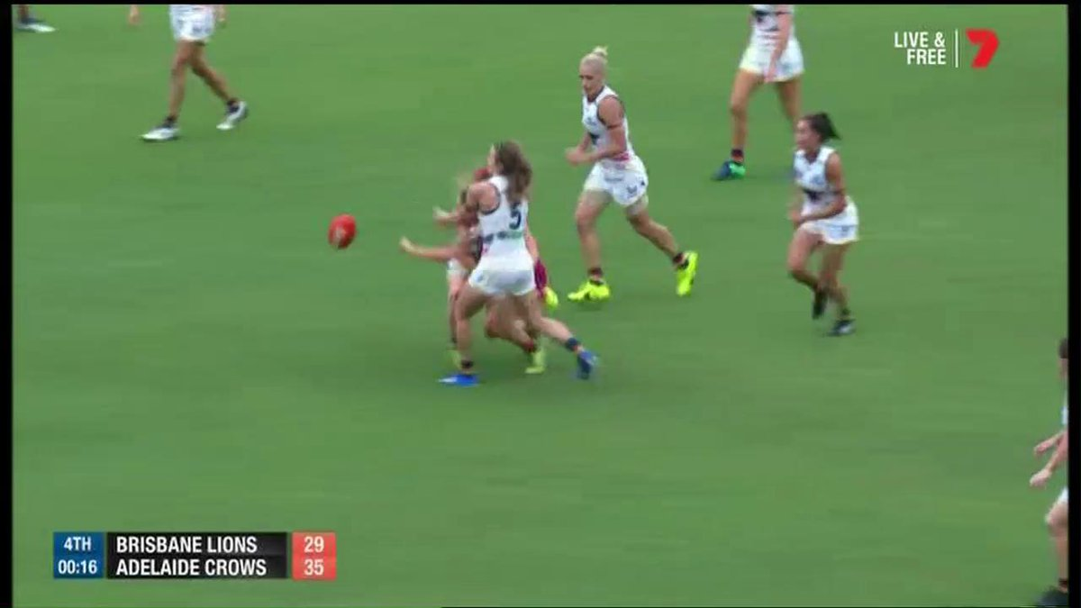 They'll remember this moment forever! #AFLWGF https://t.co/cGeP20HU8a