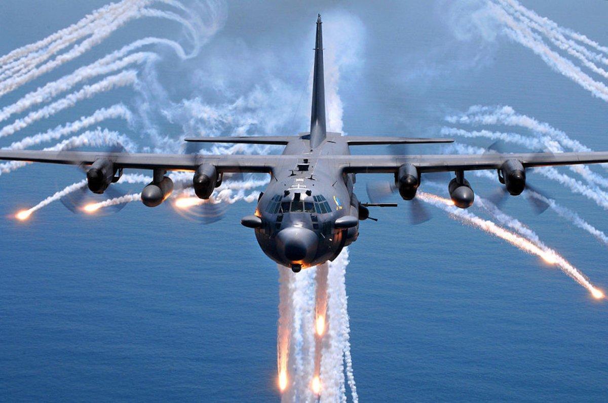 ABD askeri uçağı Endonezya'ya acil iniş yaptı.  https://t.co/ioVjdcxtE...