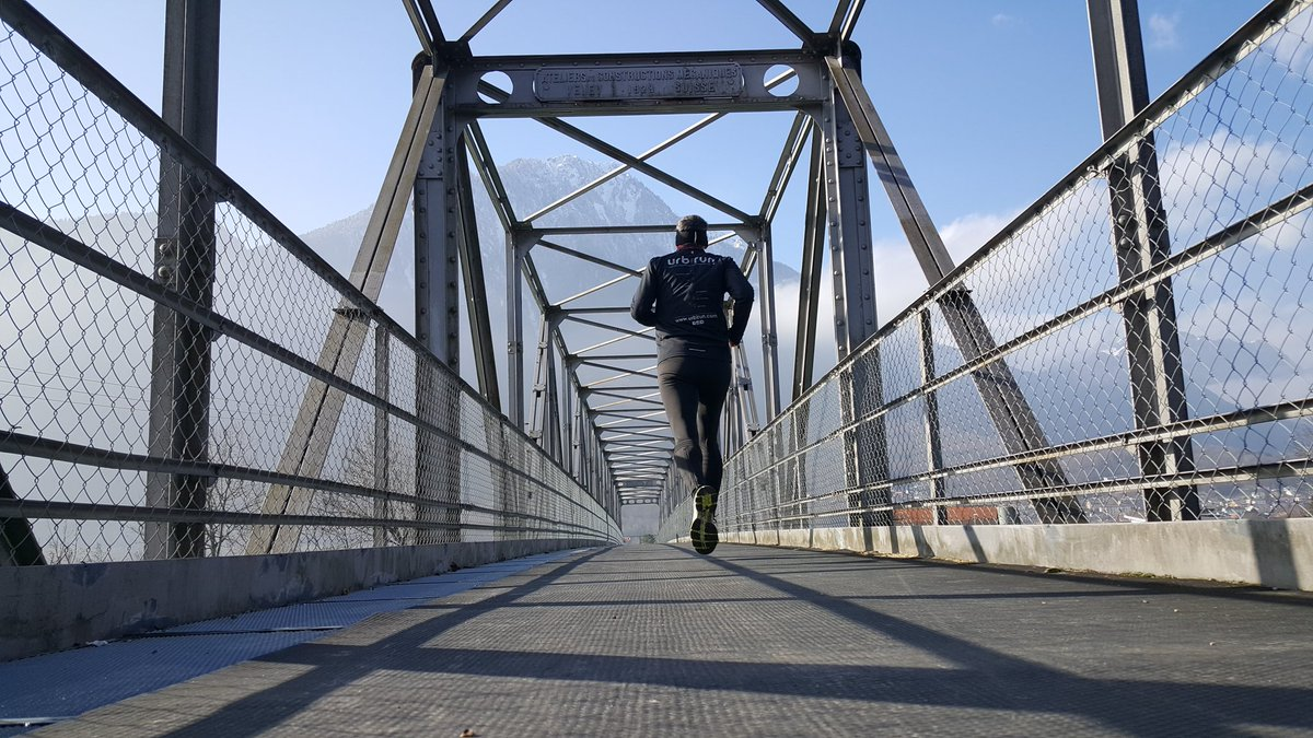 Les #coureurs préfèrent les pont aux murs #courseapied #running #runners prefer bridges than walls #laufen #whyirunparis #letsrun<br>http://pic.twitter.com/Zitkl8FgUj