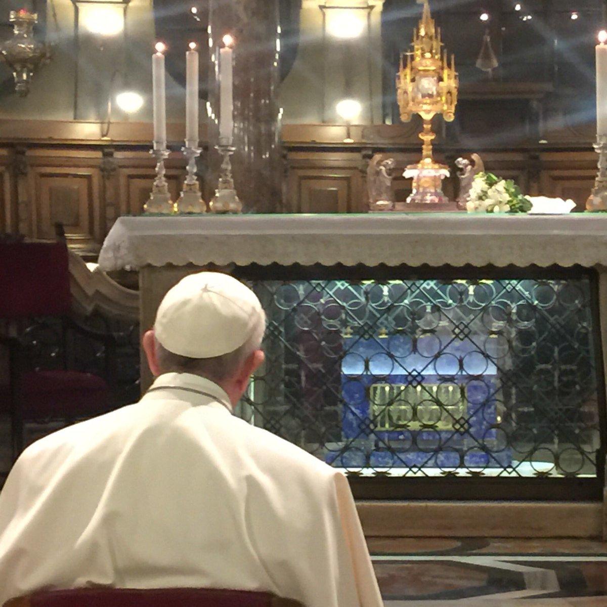Preghiera  #PapaFrancesco #papamilano2017 #PopeFrancis https://t.co/JS...