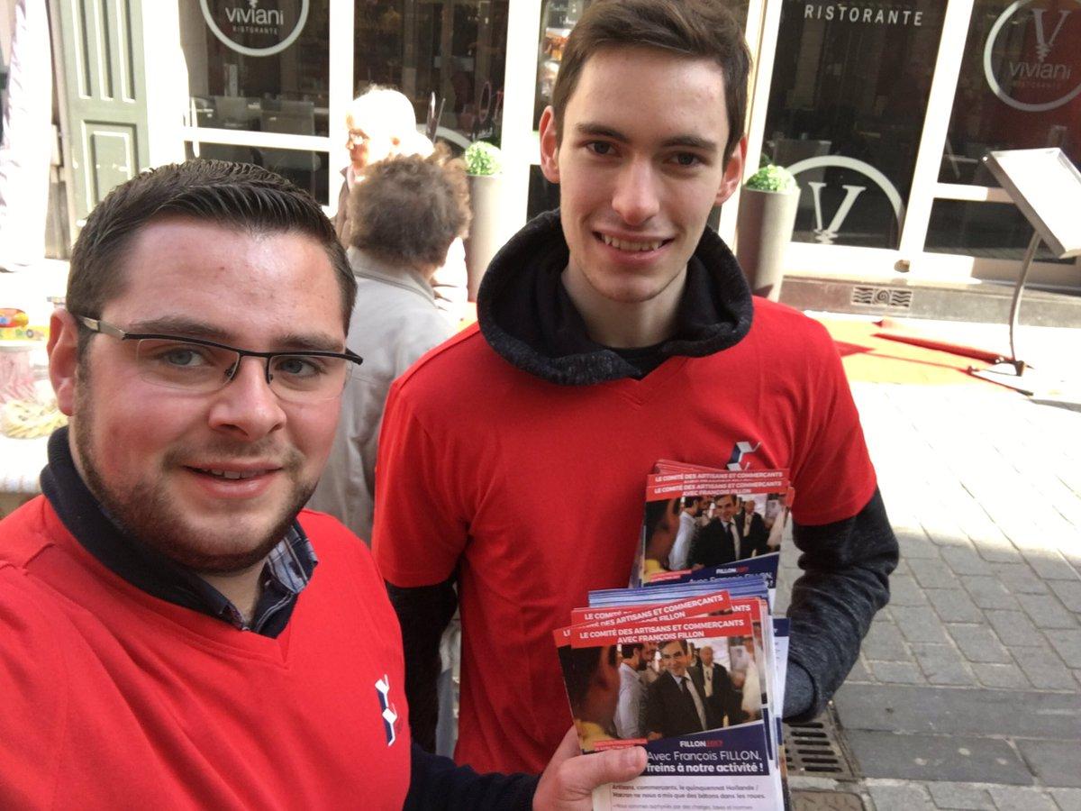 Bravo à l&#39;équipe des @jeunesreps de l&#39;arrageois, réunie autour de @olivier_pau62, présente sur le marché de #Arras pr @FrancoisFillon ! <br>http://pic.twitter.com/rIqEqP4AGN