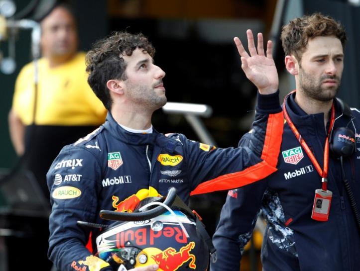 Ricciardo sorry as home title hopes spin out https://t.co/ELWJCFk11t h...