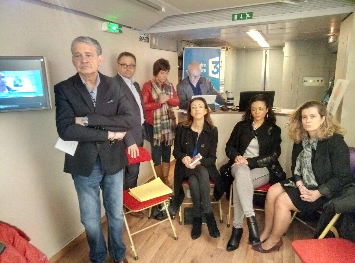 C&#39;est parti pour les rencontres des téléspectateurs @Francetele  à bord de #LeTrain2017  https:// m.facebook.com/story.php?stor y_fbid=10155141090829518&amp;id=112777459517 &nbsp; …  #Direct #FaceBookLive<br>http://pic.twitter.com/jadXsj16rn