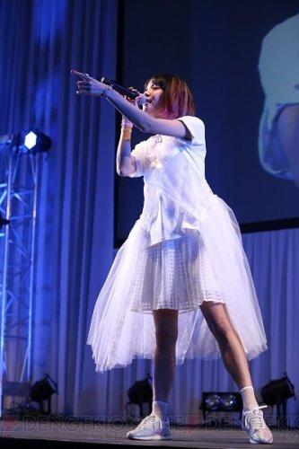 『劇場版 SAO』ステージに登場したLiSAさんが『Catch the Moment』を熱唱【AJ 2017】   #animejapan #劇場版SAO #電撃文庫