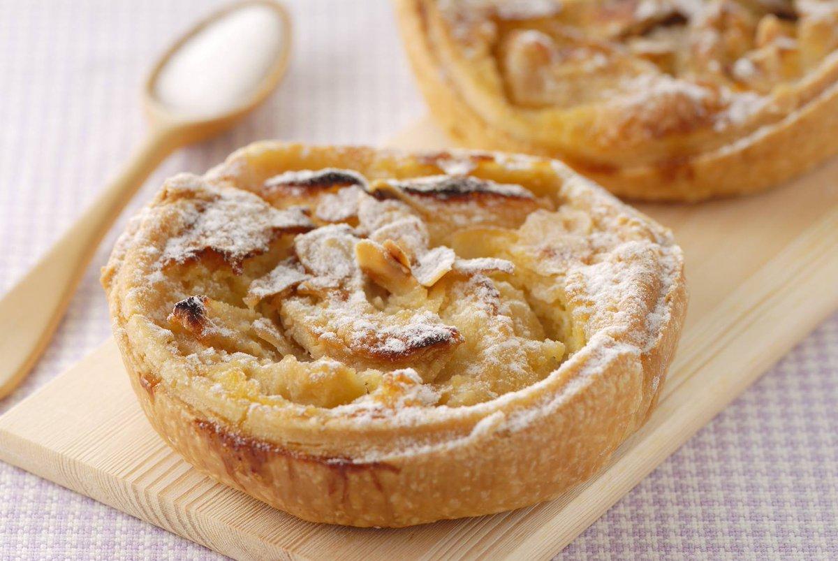 Tartelettes normandes  http://www. cuisine-et-mets.com/desserts/tarte s/tartelettes-normandes.html &nbsp; …  Moi je l&#39;aime encore tiède avec une boule de glace #recettes #cuisine <br>http://pic.twitter.com/PBBEaupCBr